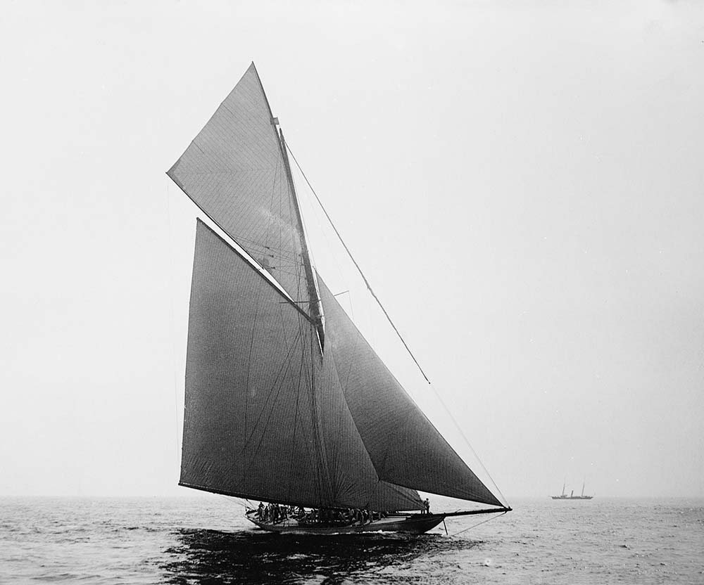 black-and-white picture of Lord Dunraven's cutter Valkyrie III