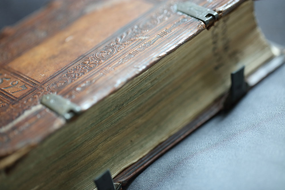 Cover and fore edge of I.17.14