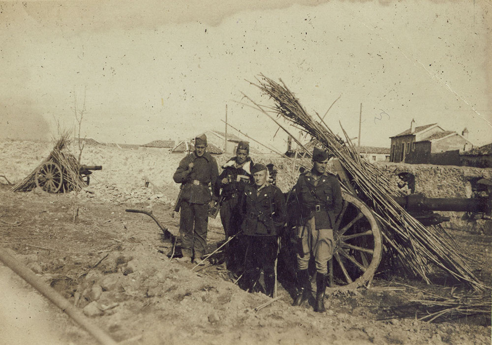 Photograph of Irish volunteers standing in front of a cannon.